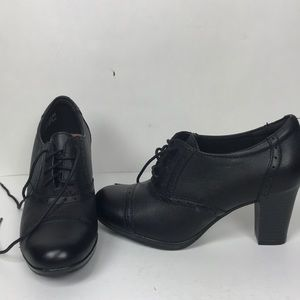 Clarks Retro Lace up Bootie 6.5 NWOT or box